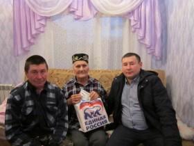 Сегодня  представители администрации Сельского поселения совместно с  депутатом от Единой России, поздравили ветерана  Великой Отечественной войны Исмагилова Хабибьяна Исмагиловича  с наступающим Новым Годом.